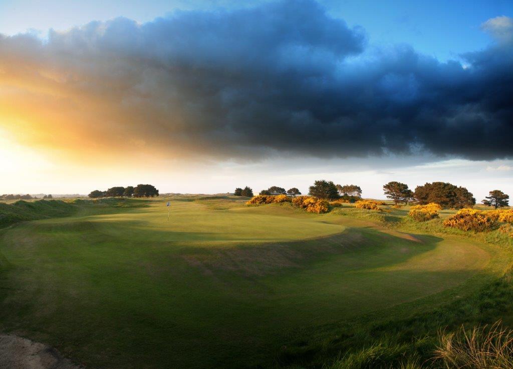 Fairway en el campo de golf de Pormanok en Irlanda