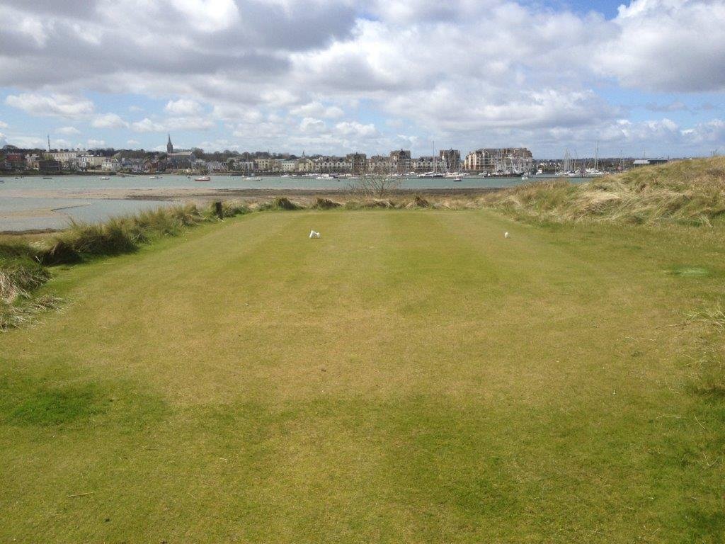 Fairway en el campo de golf de The Island en Irlanda