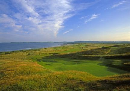 Green en el campo de golf de County Sligo en Irlanda
