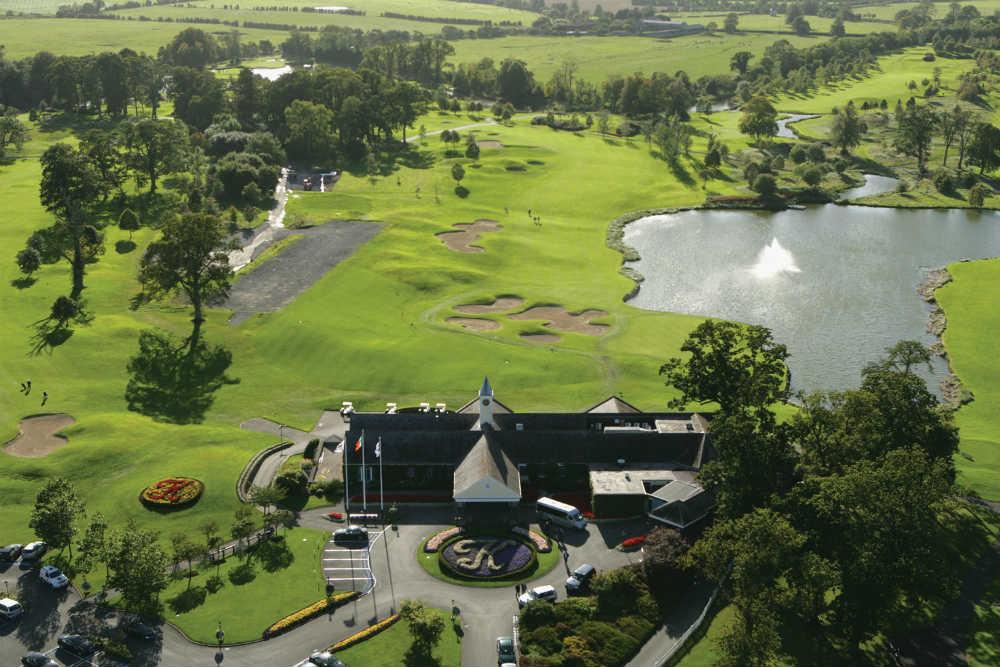 Clubhouse en el campo de golf de Palmer Ryder K Club en Escocia