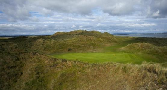 Green en el campo de golf de Carne en Irlanda