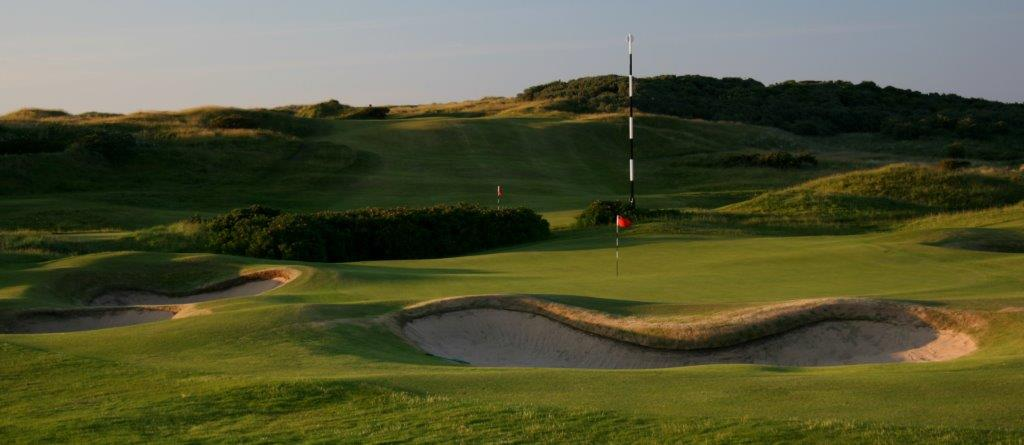 Bunker en el campo de golf de Royal Portrush 'Dunluce' en Irlanda