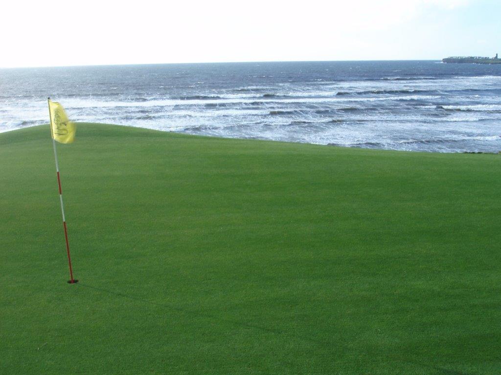 Green en el campo de golf de Lahinch en Irlanda