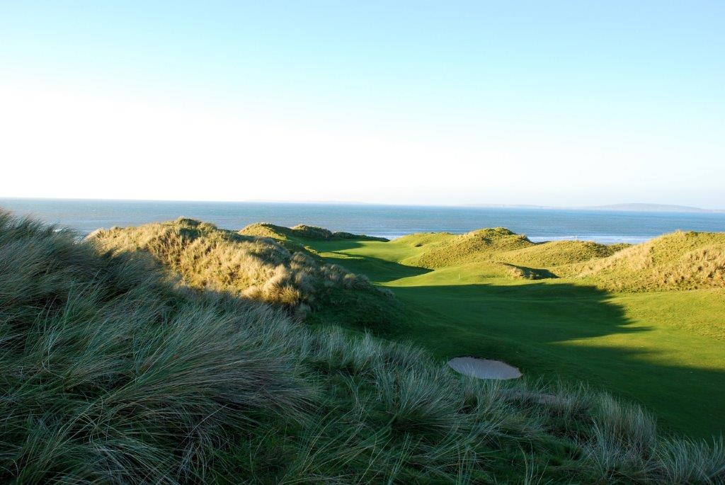 Bunker en el campo de golf de Ballybunion en Irlanda