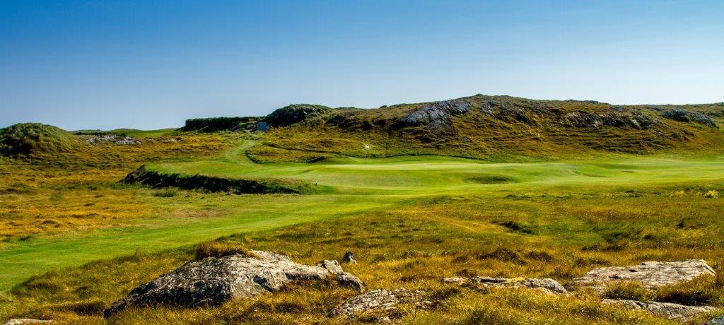 Fairways en el campo de golf de Connemara en Irlanda