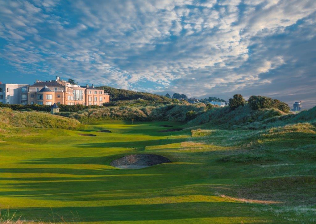 Clubhouse en el campo de golf de Pormanock en Irlanda