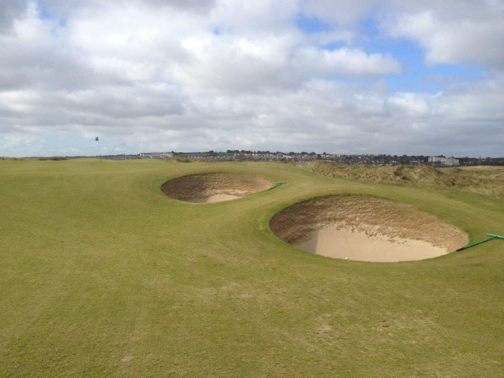 Bunker en el campo de golf de The Island en Irland