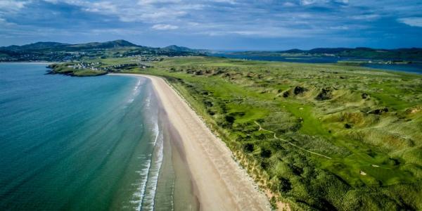 Playa en el campo de golf de Rosapenna en Irlanda