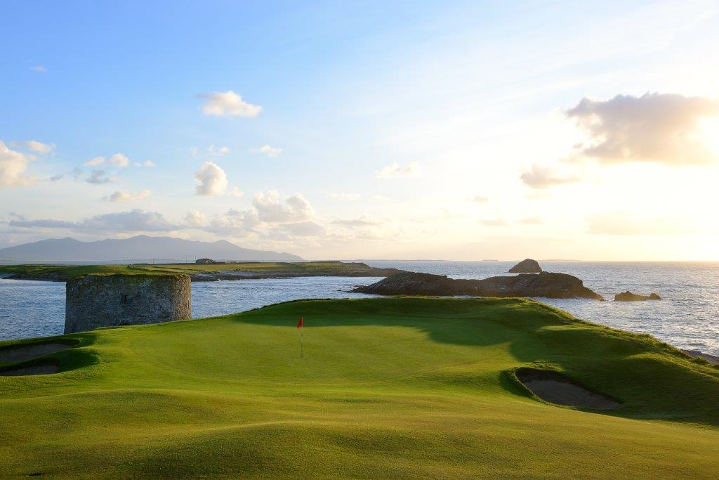 Green en el campo de golf de Tralee en Irlanda
