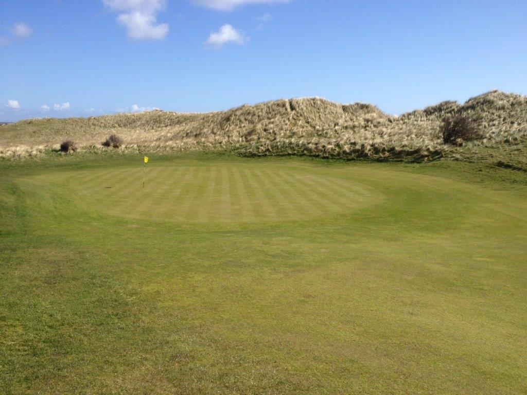 Green en el campo de golf de Country Louth en Irlanda