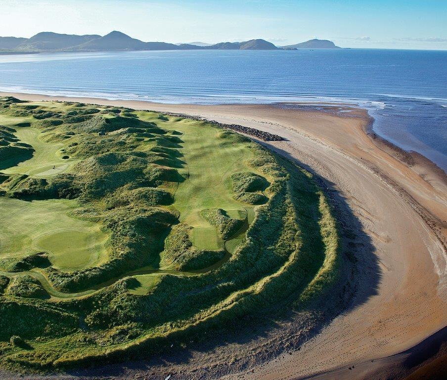 Playa en el campo de golf de Ballybunion (Old) en Irlanda