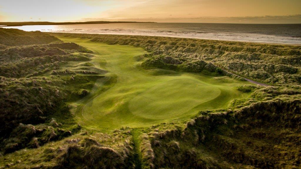 Playa en el campo de golf de Enniscrone en Irlanda