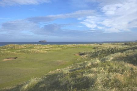 Bunker en el campo de golf de Ballyliffin en Irlanda