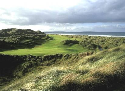 Fairways en el campo de golf de Enniscrone en Irlanda