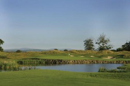 Lago en el campo de golf de K Club (Smurfit) en Irlanda