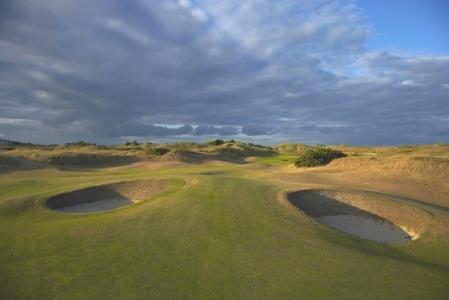 Bunker en el campo de golf de Portmanock Links en Irlanda