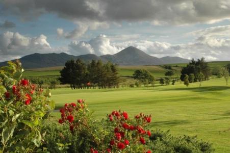 Green y fairway en el campo de golf de Westport en Irlanda