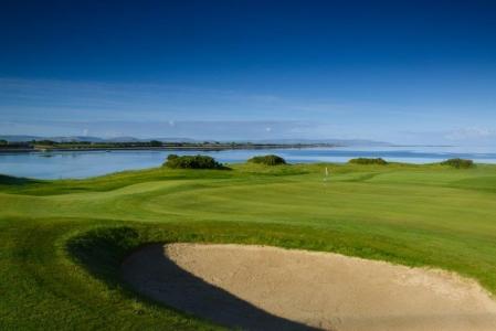 Bunker en el campo de golf de Galway Bay en Irlanda