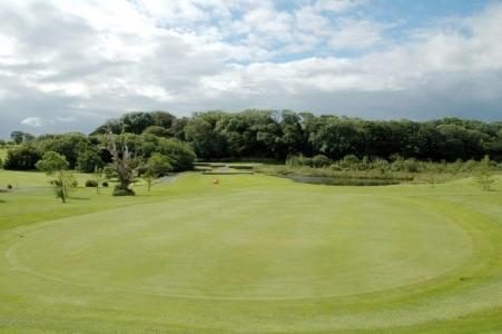 Green en el campo de golf de Westport en Irlanda