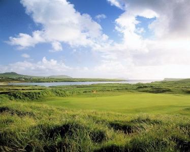 Green en el campo de golf de Dingle en Irlanda