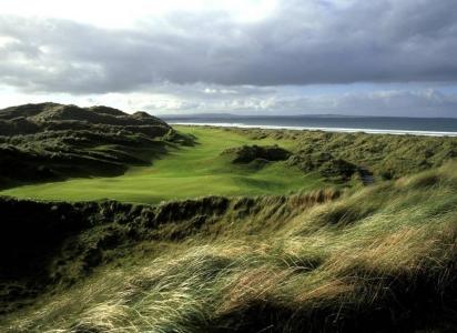 Green en el campo de golf de Enniscrone en Irlanda