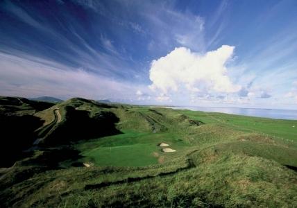 Bunkers en el campo de golf de Carne en Irlanda